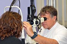 Opthalmologue avec une solide expérience